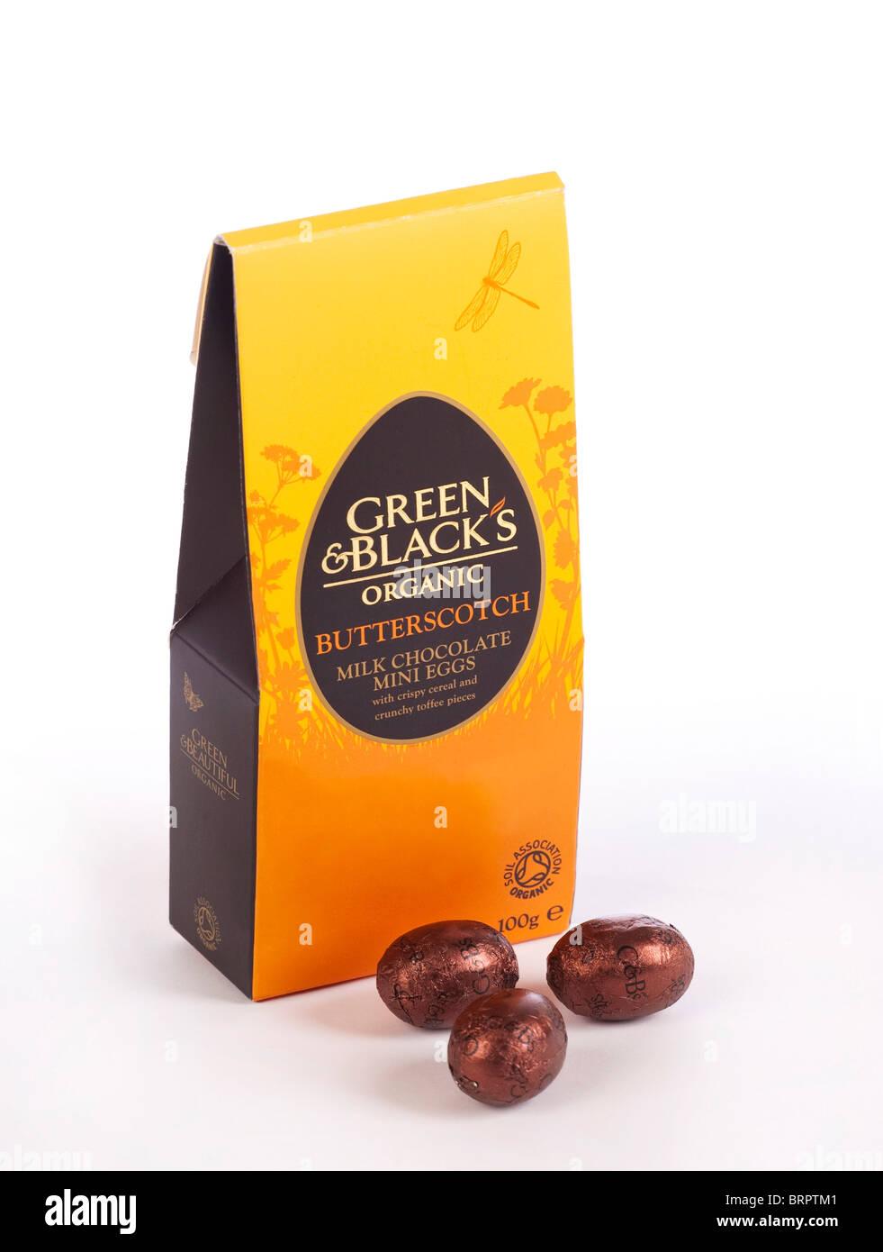 Green & Black's Organic chocolate caramelo mini huevos de Pascua Imagen De Stock