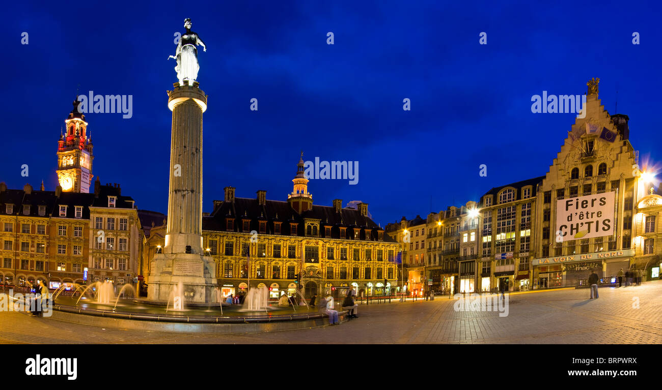 Lille Grand Place, la plaza principal de noche, Región Norte de Francia Imagen De Stock