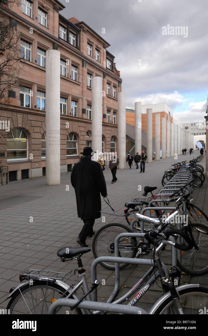 Strasse der Menschenrechte, camino de los derechos humanos, concepto de Dani Karavan, 1993, Nuremberg, Baviera, Imagen De Stock