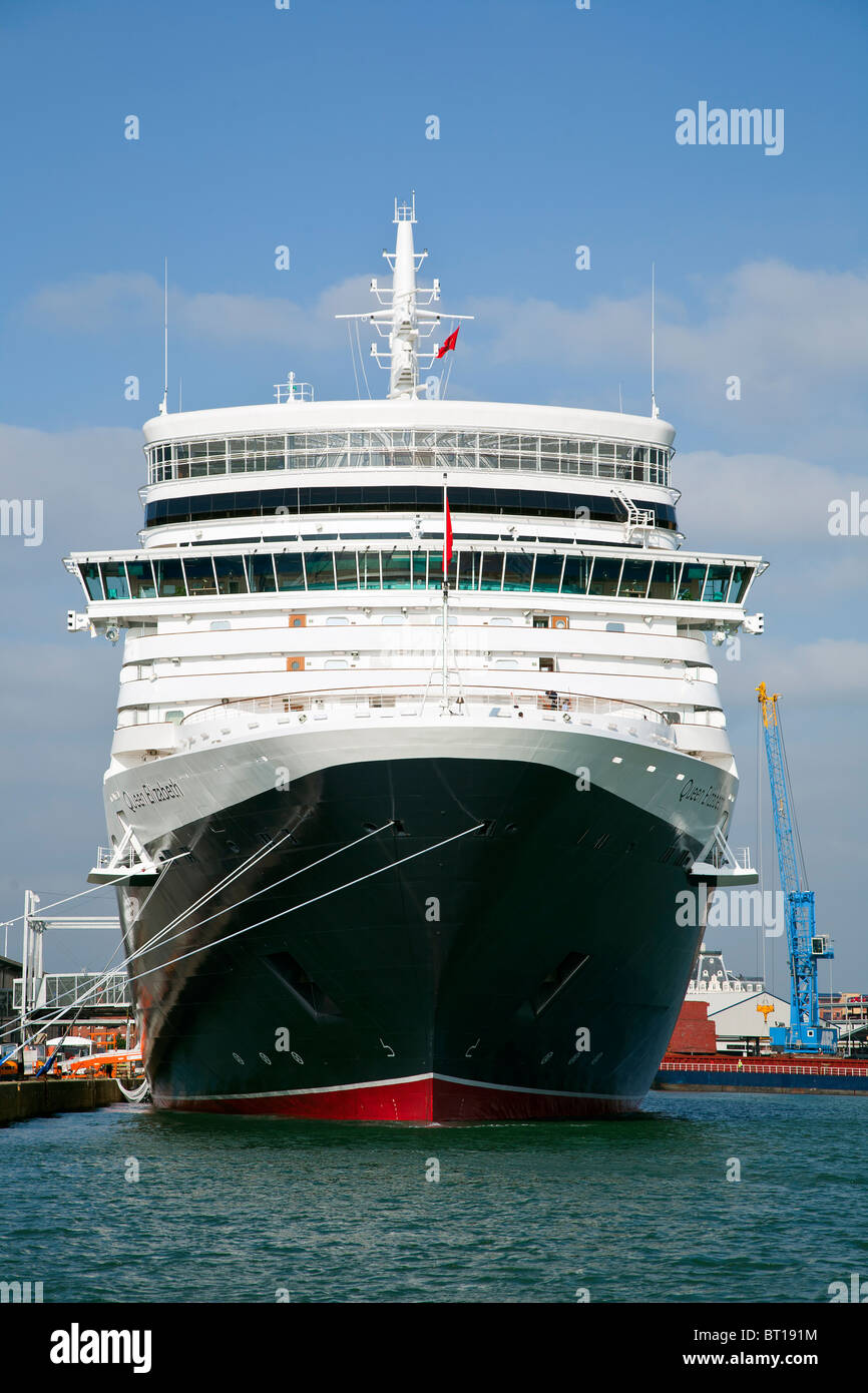 Cunard la nueva reina Isabel la camisa en la Terminal de Cruceros de Southampton antes de Maiden Voyage Foto de stock