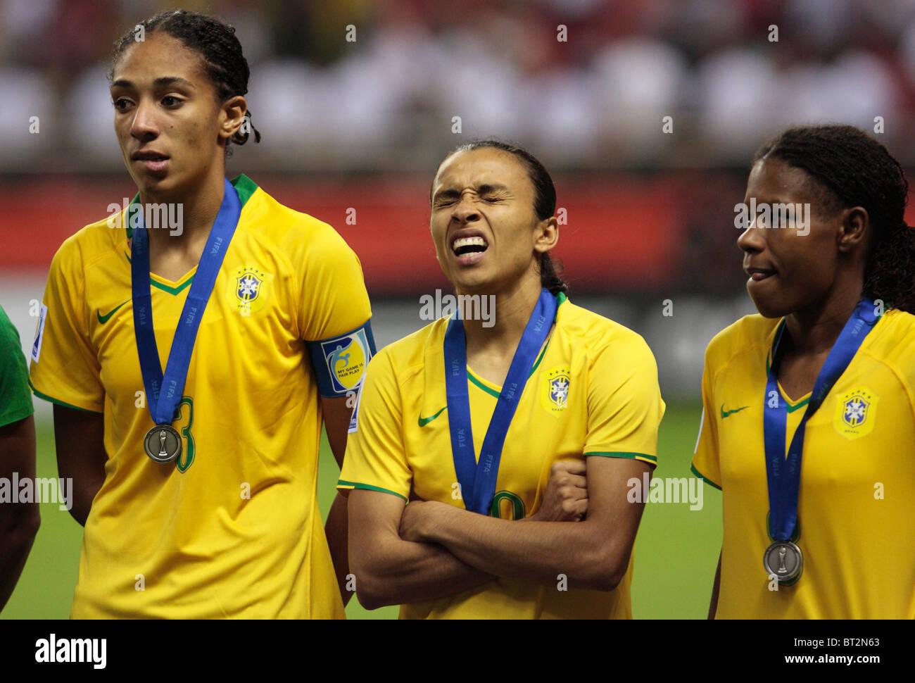 Marta de Brasil muecas durante la ceremonia de entrega de premios después de Brasil fue derrotada por Alemania Imagen De Stock