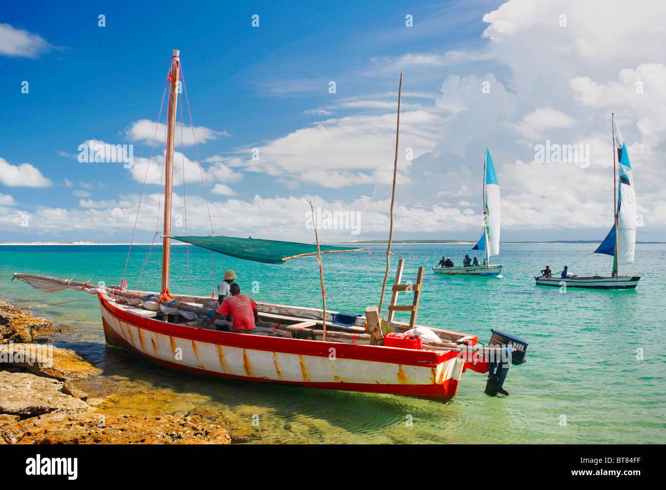 Los Dhows en el archipiélago de Bazaruto, en Mozambique. Imagen De Stock