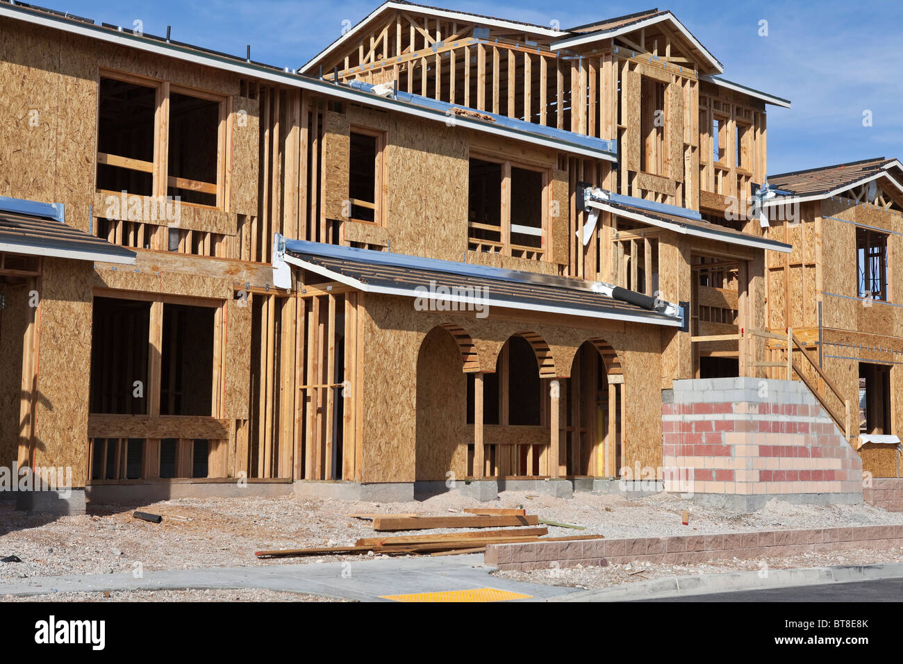 Sólidamente construido casa moderna construcción en el oeste de los Estados Unidos. Imagen De Stock