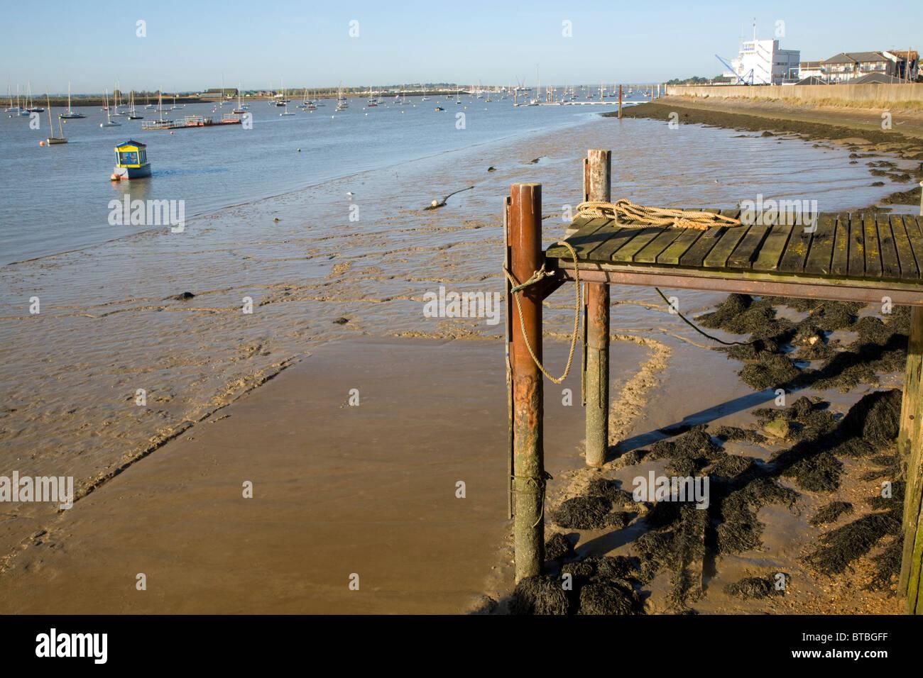 Marea baja Río Crouch Crouch, Burnham en Essex, Inglaterra Imagen De Stock