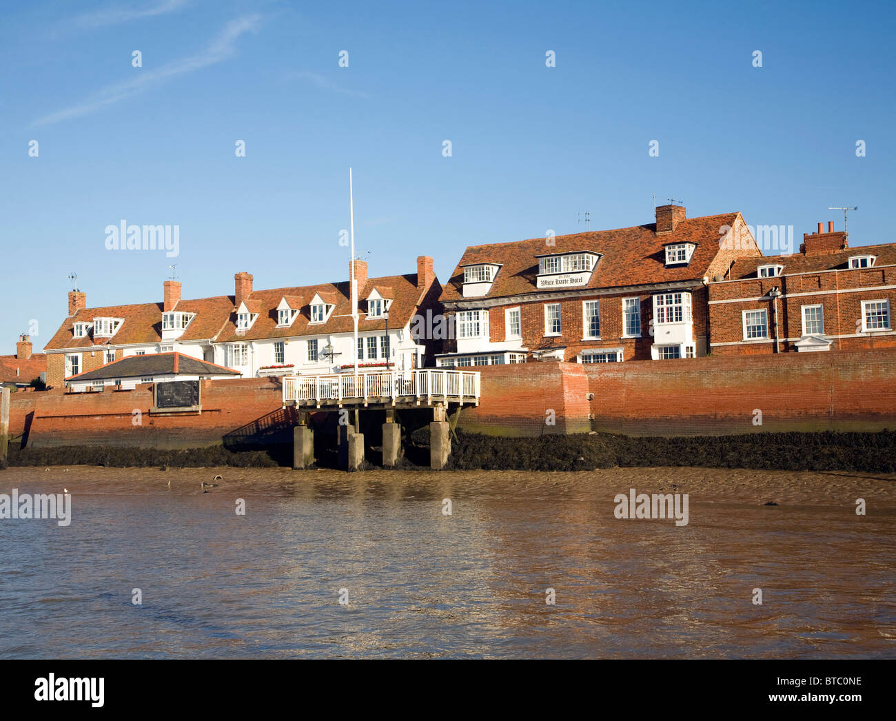 Muelle histórico edificios Crouch, Burnham en Essex, Inglaterra Imagen De Stock