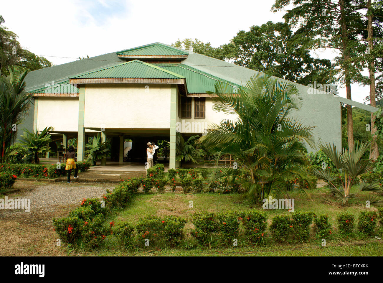 El centro de visitantes en el Jardín Botánico de Lancetilla, Honduras Imagen De Stock