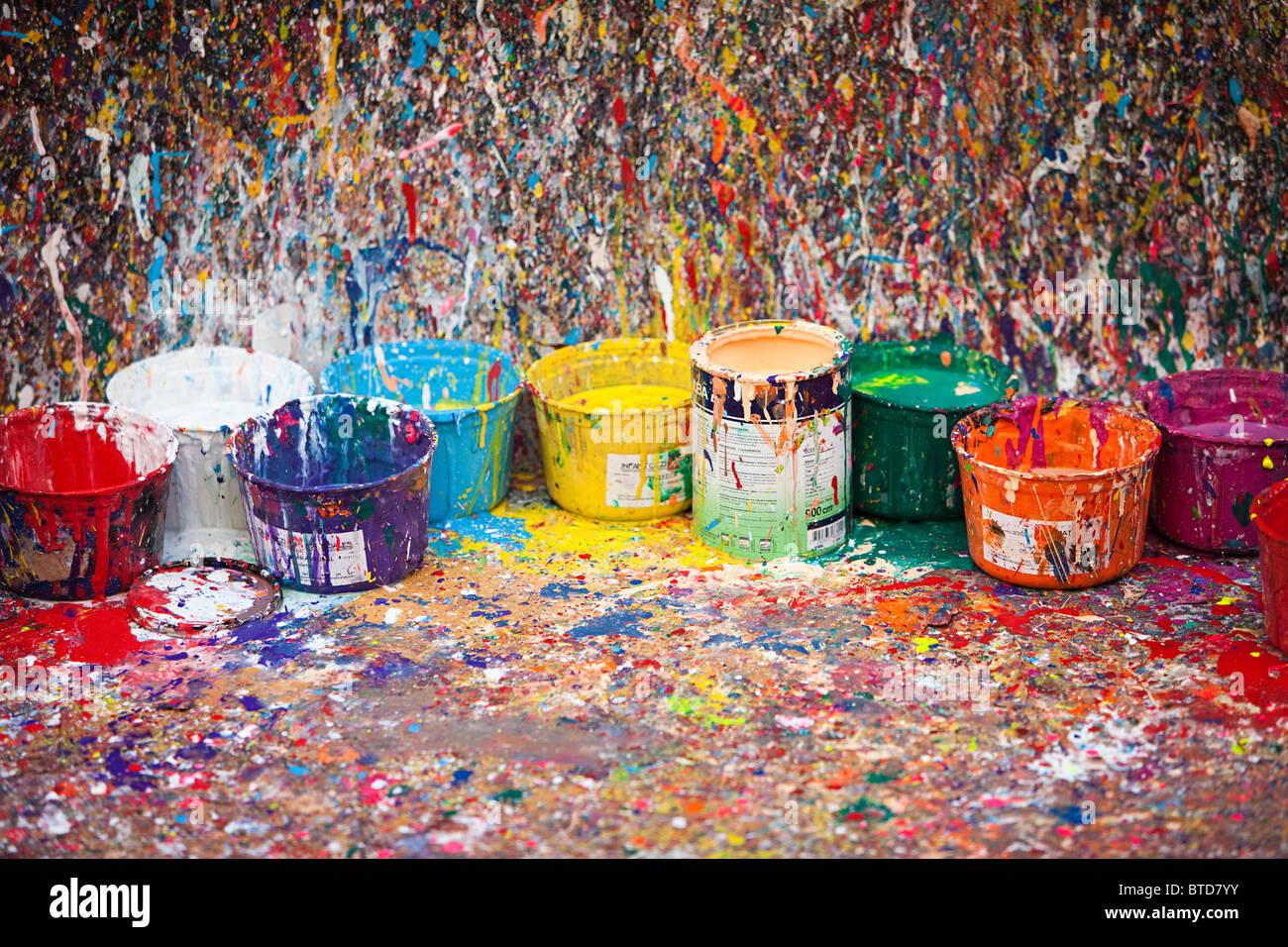 Salpicado de pintura y ollas, el barrio de San Telmo, Buenos Aires, Argentina Imagen De Stock