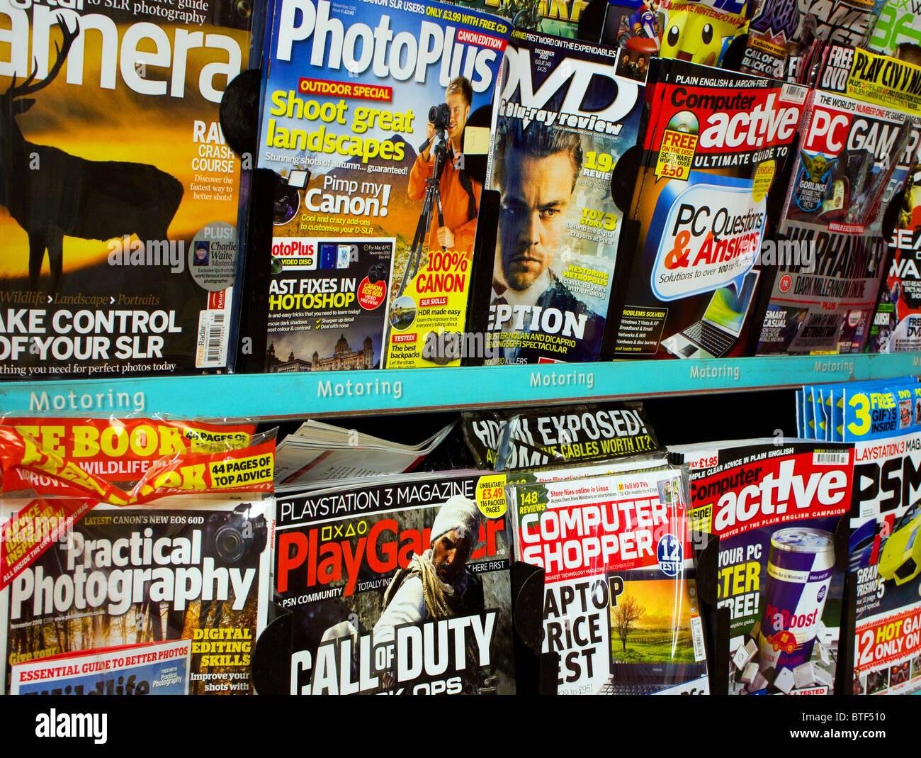 Fotografía y revistas de informática para la venta en los quioscos de prensa shop Imagen De Stock