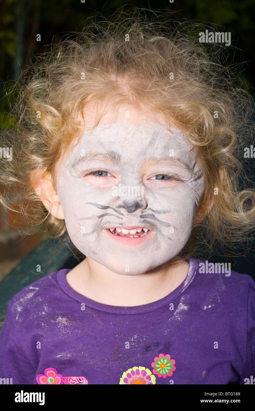 El Bebe Con La Cara Pintada Como Un Gato Para Halloween Foto - Cara-pintada-para-halloween