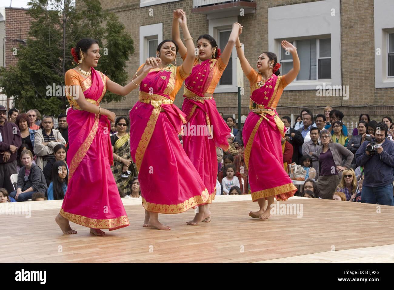 Grupo de rendimiento americana de Bangladesh realice en un festival de las culturas del mundo en Brooklyn, Nueva Imagen De Stock