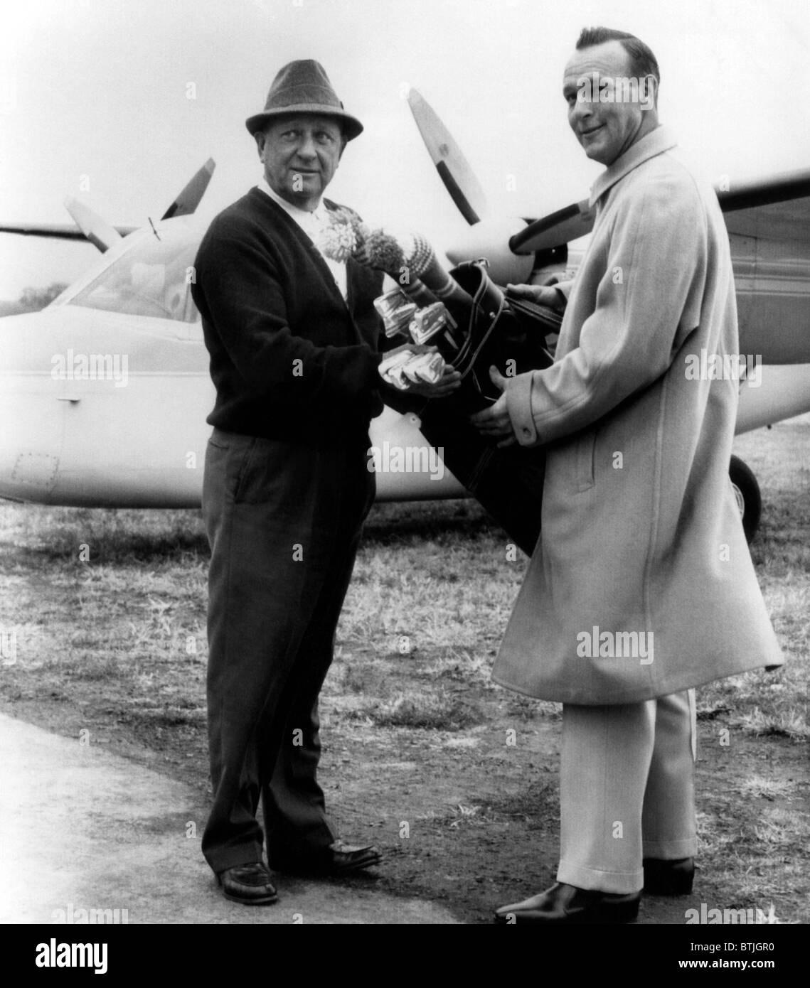 Arnold Palmer (a la derecha), el golfista estadounidense, y su padre, M.J. Palmer (izquierda), Latrobe Pennsylvania, Imagen De Stock