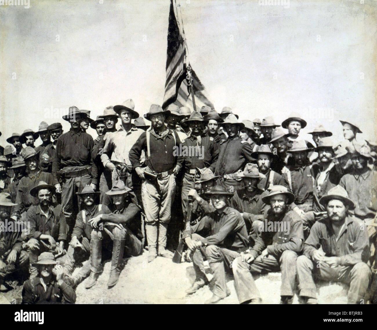 Resultado de imagen de Roosevelt tras la captura de la colina de San Juan en Cuba
