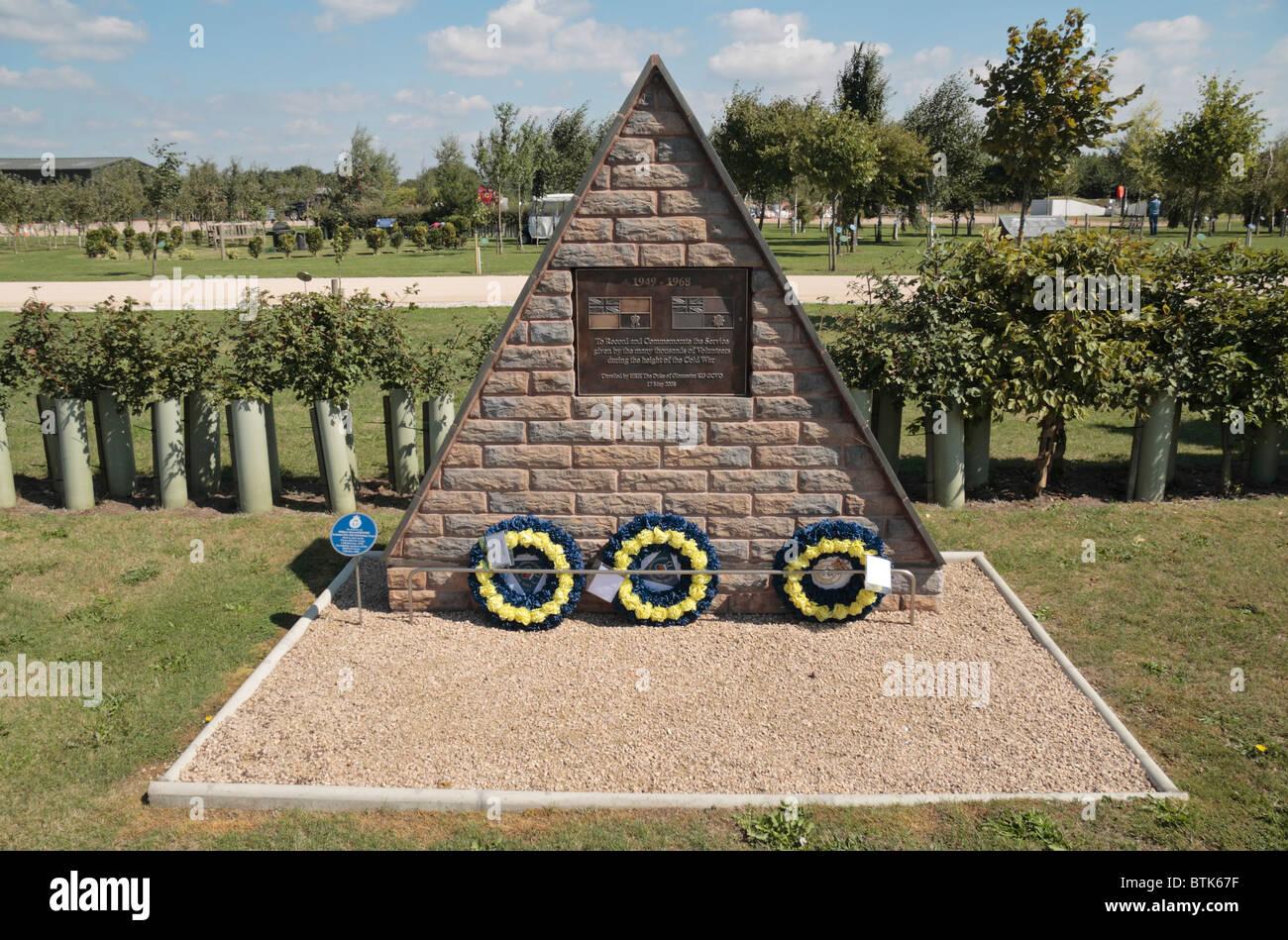Monumento a los miles de voluntarios que murieron en la guerra fría en el National Memorial Arboretum, Alrewas, Imagen De Stock