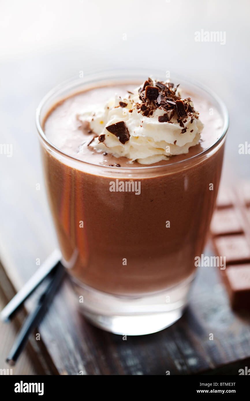 Primer plano de una atractiva bebida de chocolate o postre Imagen De Stock