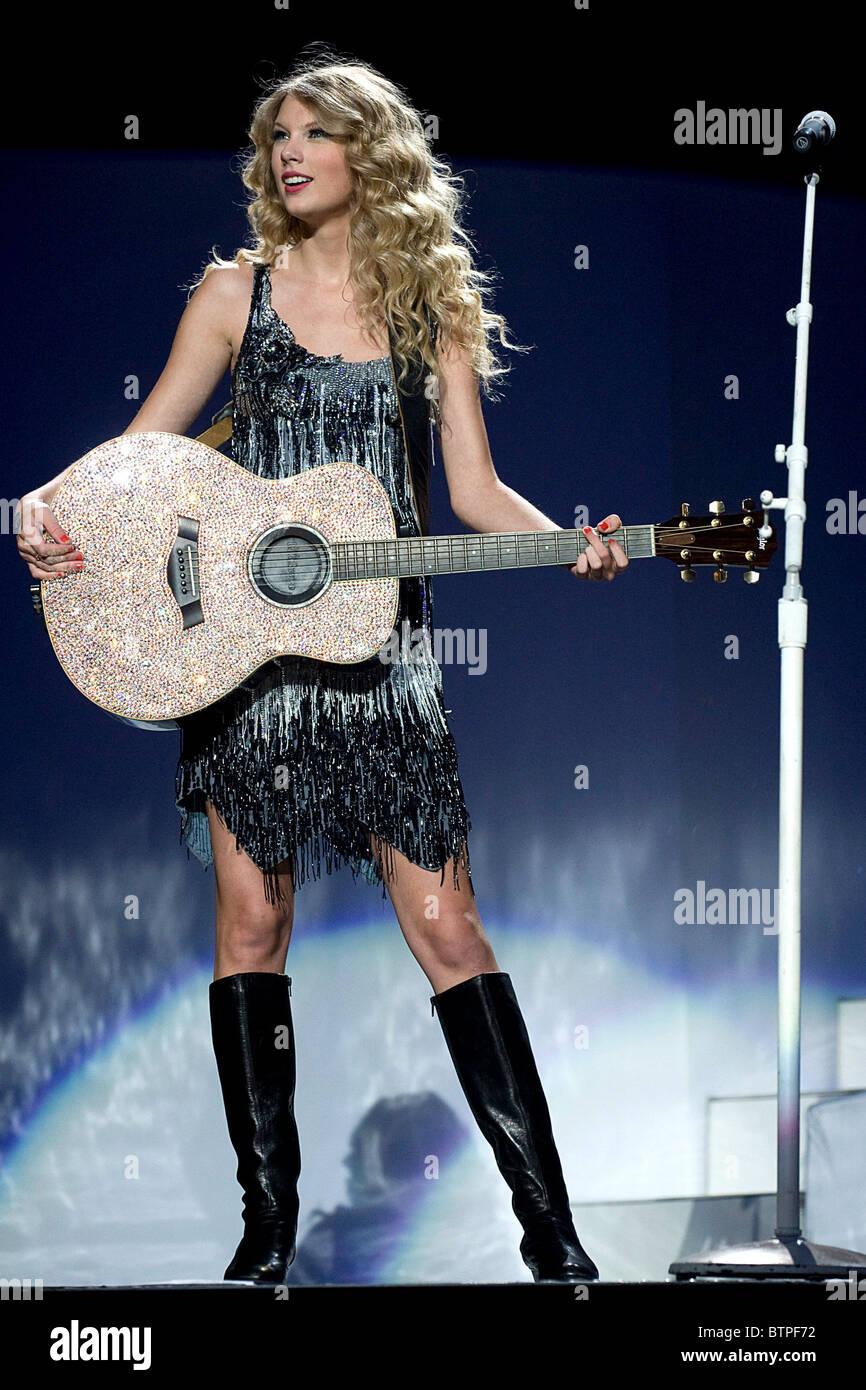 TOP famosas charco - Página 3 Taylor-swift-fearless-tour-concierto-btpf72