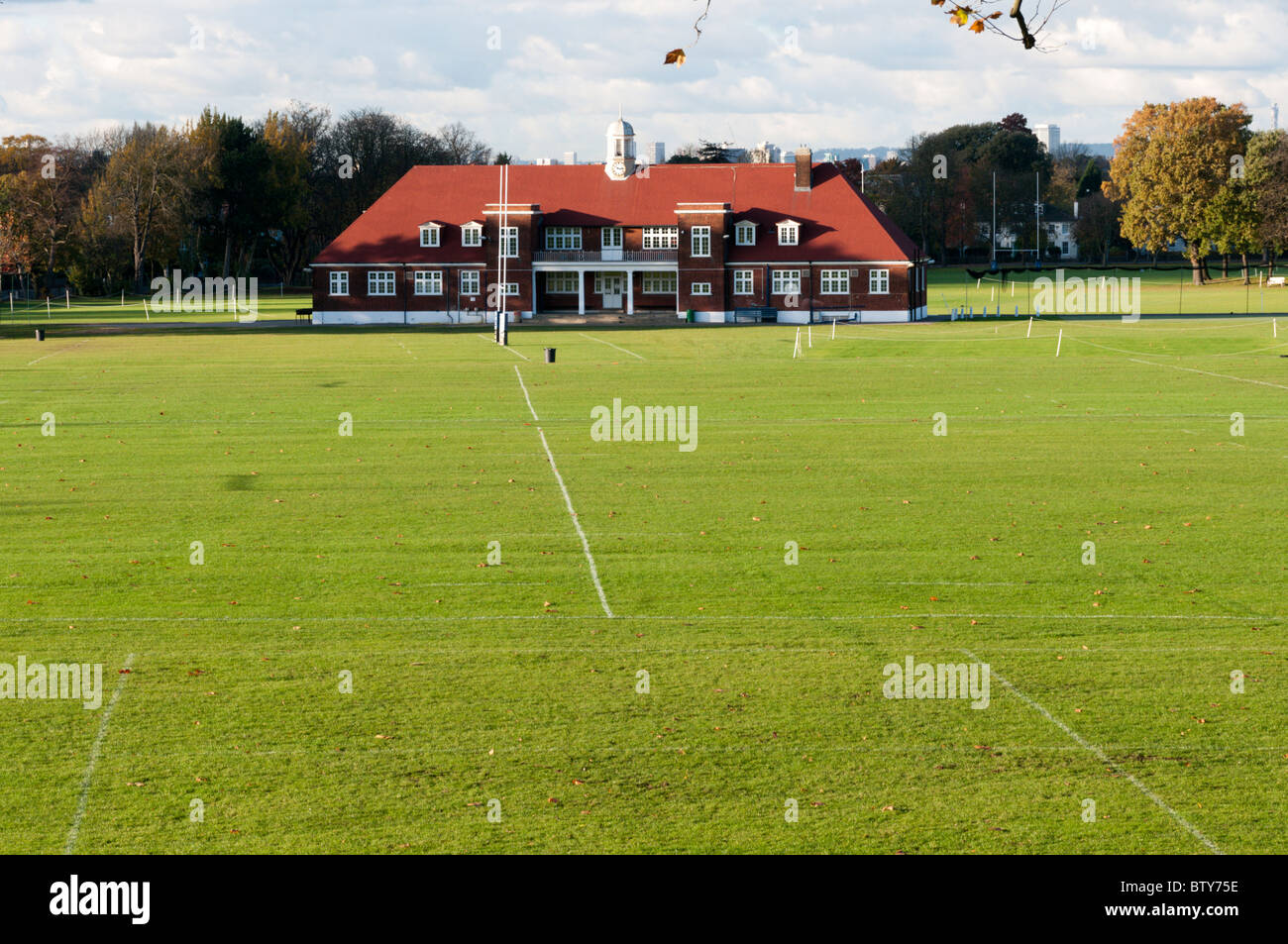 El pabellón y campos de juego de Dulwich College, en el sur de Londres Imagen De Stock