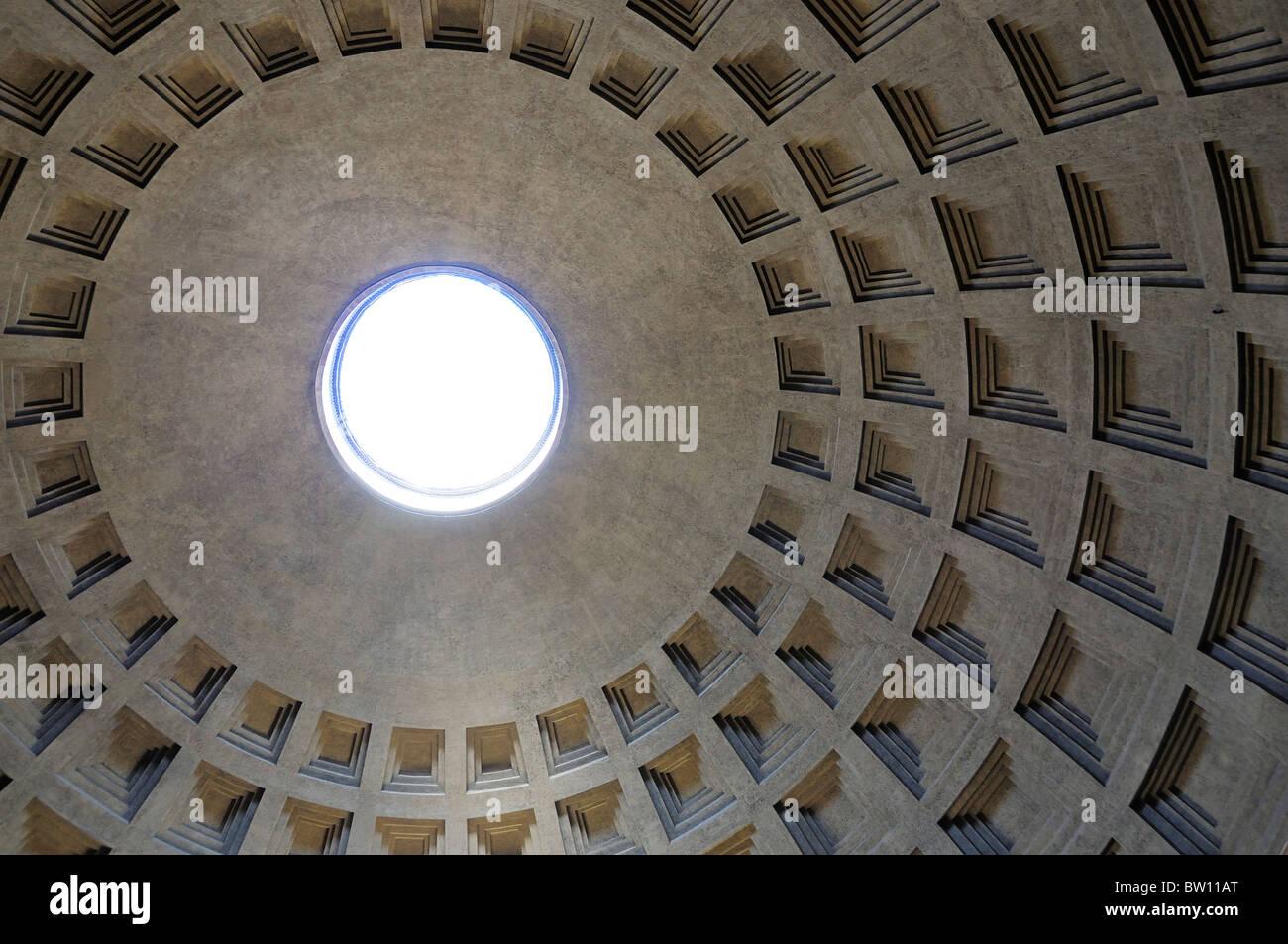 El Panteón, la cúpula y oculus detalle Foto de stock