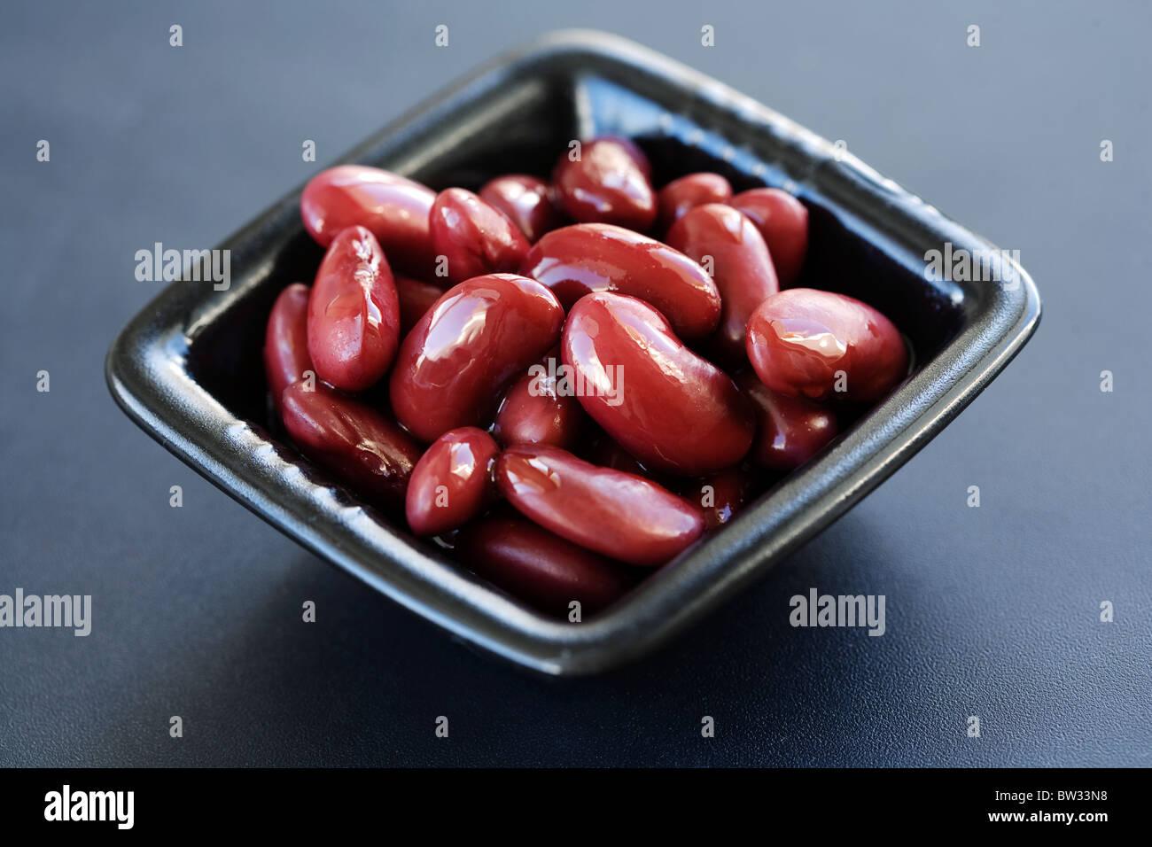 Judías rojas en un plato contemporáneo Imagen De Stock