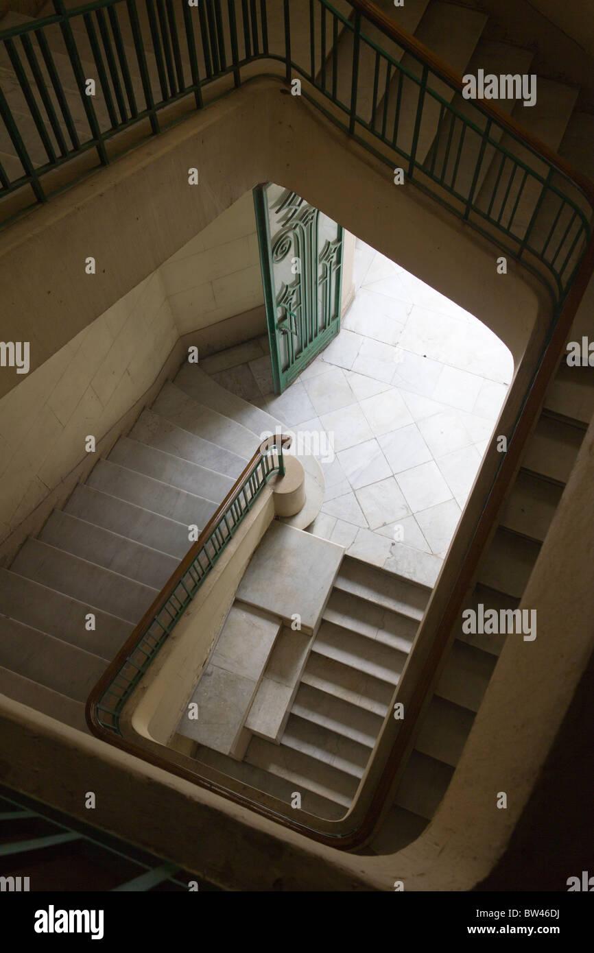 Staricase de edificio art deco, El Cairo, Egipto Foto de stock
