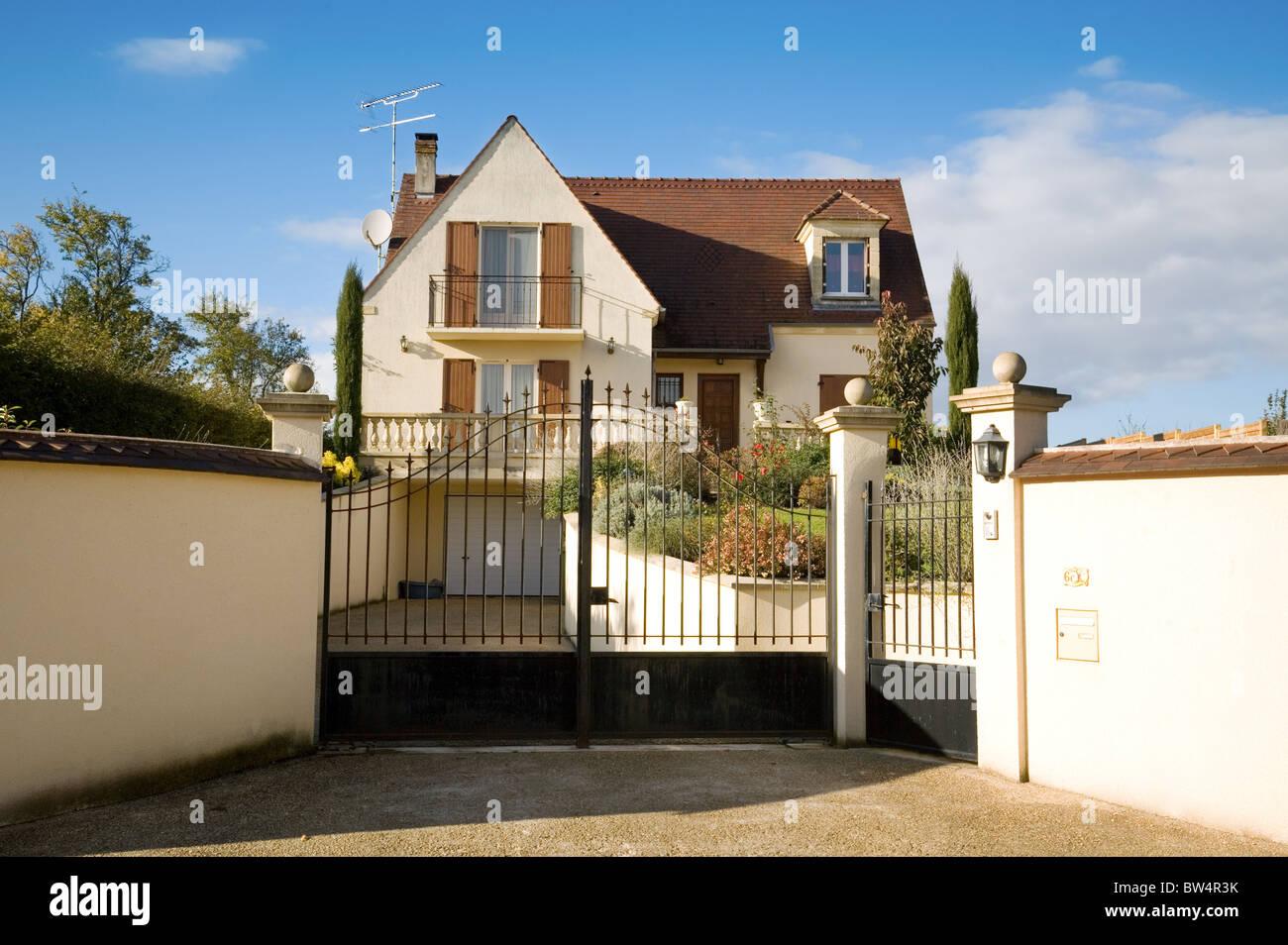 Una familia francesa moderna casa San Simeón village Ile de France en el norte de Francia Imagen De Stock