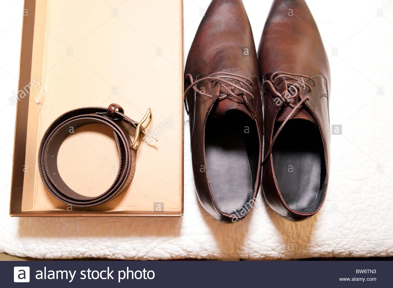 Los hombres zapatos de cuero y correa Imagen De Stock