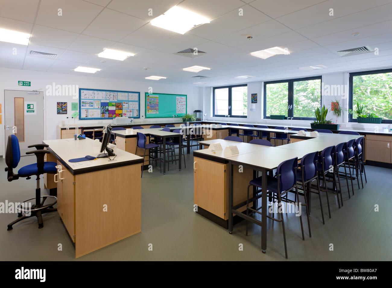 Clases de biología vacía en Portsmouth Grammar School nuevo bloque de ciencias Imagen De Stock