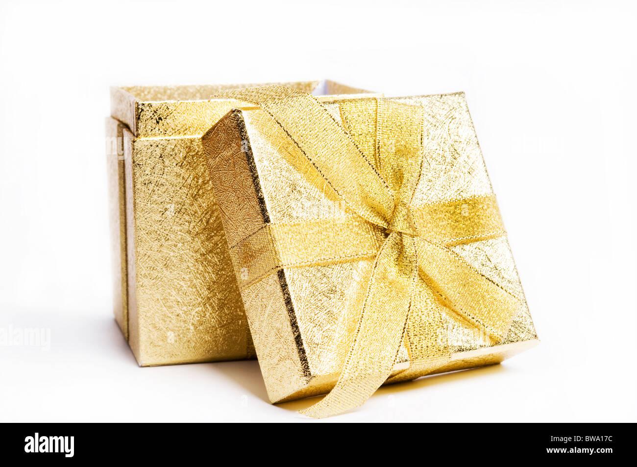 caja de regalo oro Imagen De Stock
