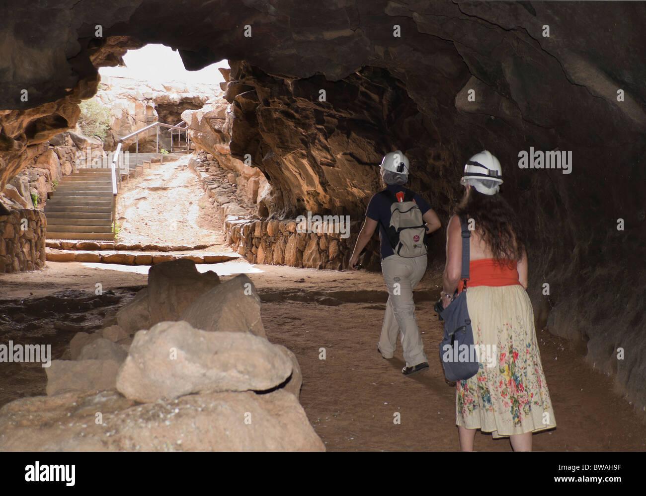 Fuerteventura Islas Canarias Cueva Del Llano De La Caverna Del Tubo De Lava En Villaverde La Entrada A La Cueva De 650m De Largo Fotografía De Stock Alamy