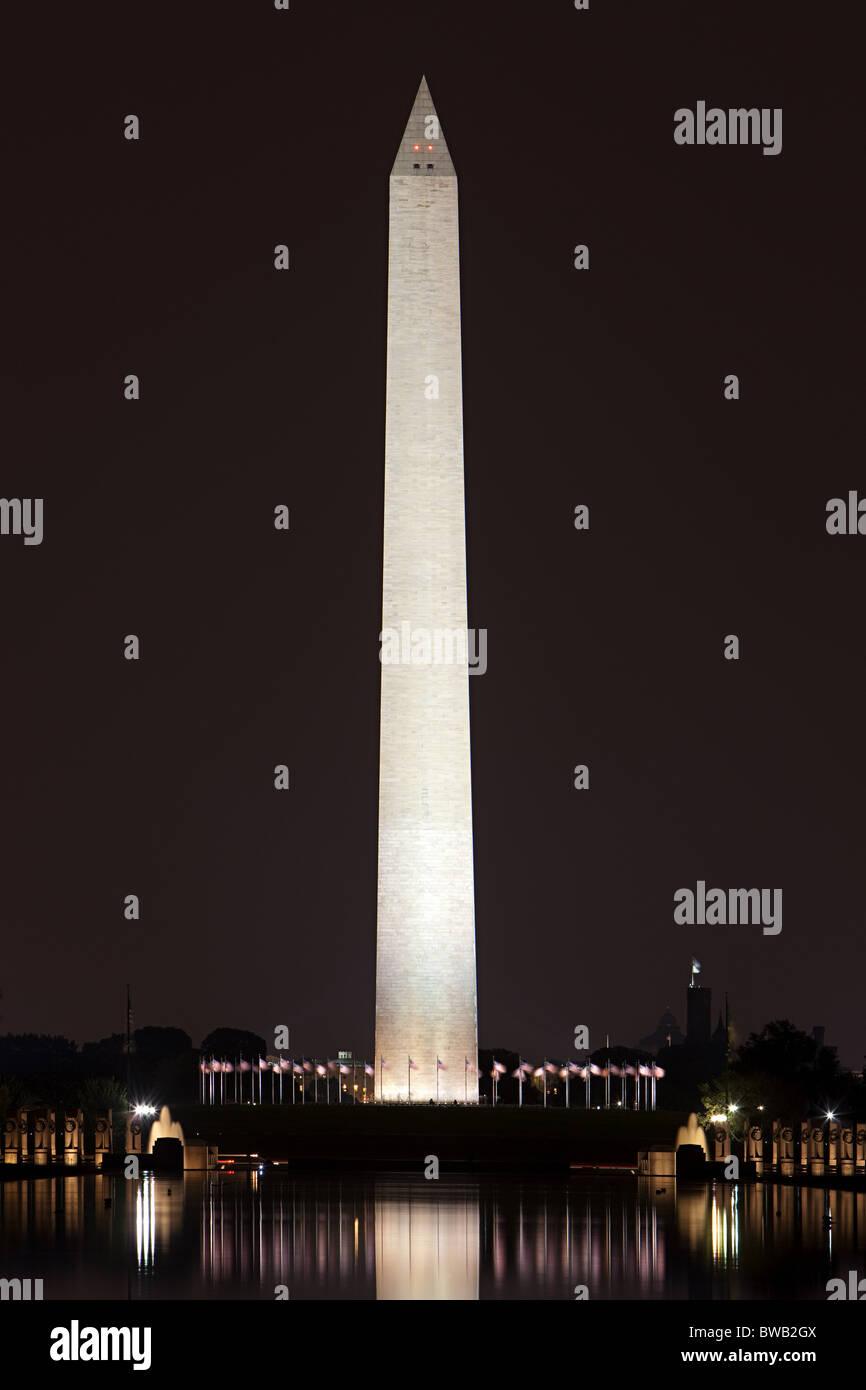 Monumento a Washington en la noche, en Washington DC, EE.UU. Imagen De Stock
