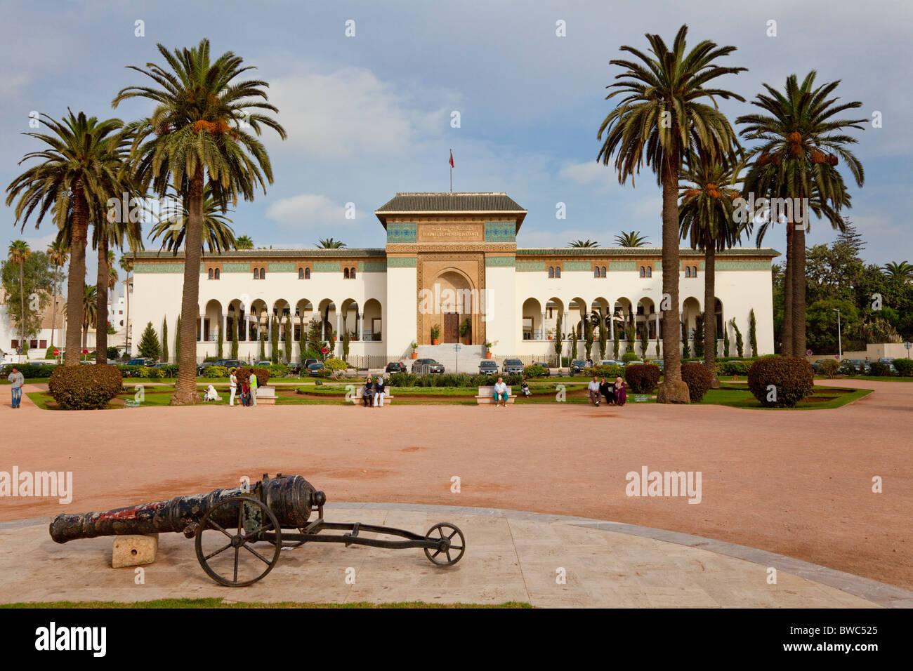La Plaza Mohammed V y el Palacio de Justicia en Casablanca, Marruecos. Imagen De Stock