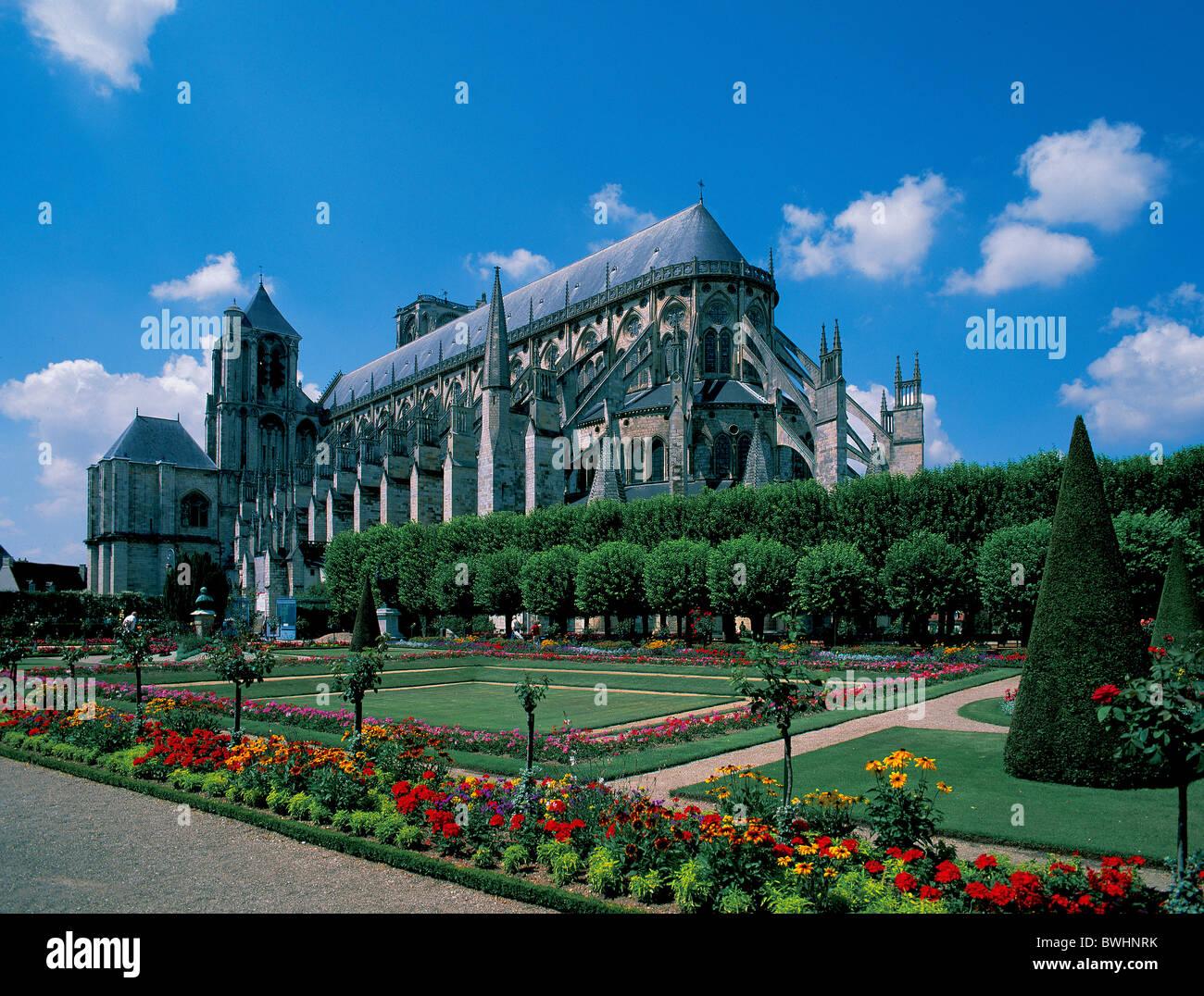 Francia Europa departamento Cher Bourges catedral Saint-Etienne patrimonio cultural mundial de la UNESCO garden Imagen De Stock