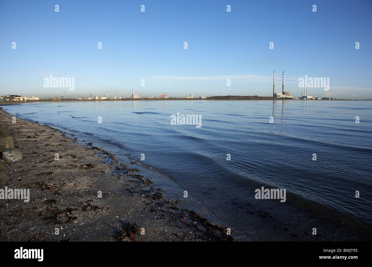 En la ZPE de Sandymount Strand playa en la bahía de Dublín, República de Irlanda Foto de stock
