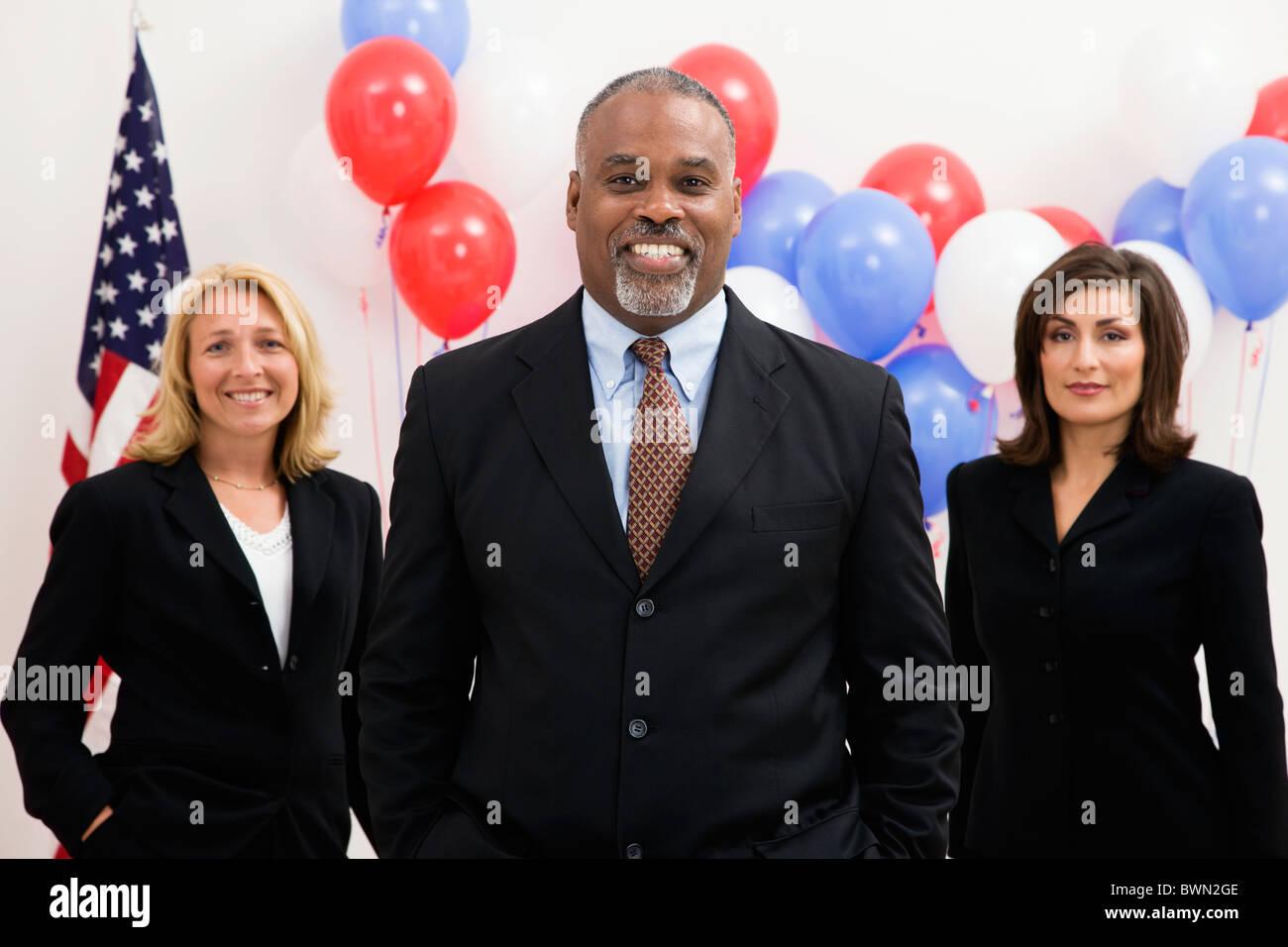 Estados Unidos, Illinois, Metamora, Retrato de los políticos delante de la bandera estadounidense y globos Imagen De Stock