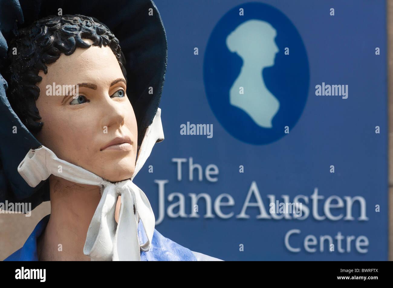 Maniqui femenino se visten de época a la entrada del centro de Jane Austen en Bath Somerset Inglaterra Imagen De Stock