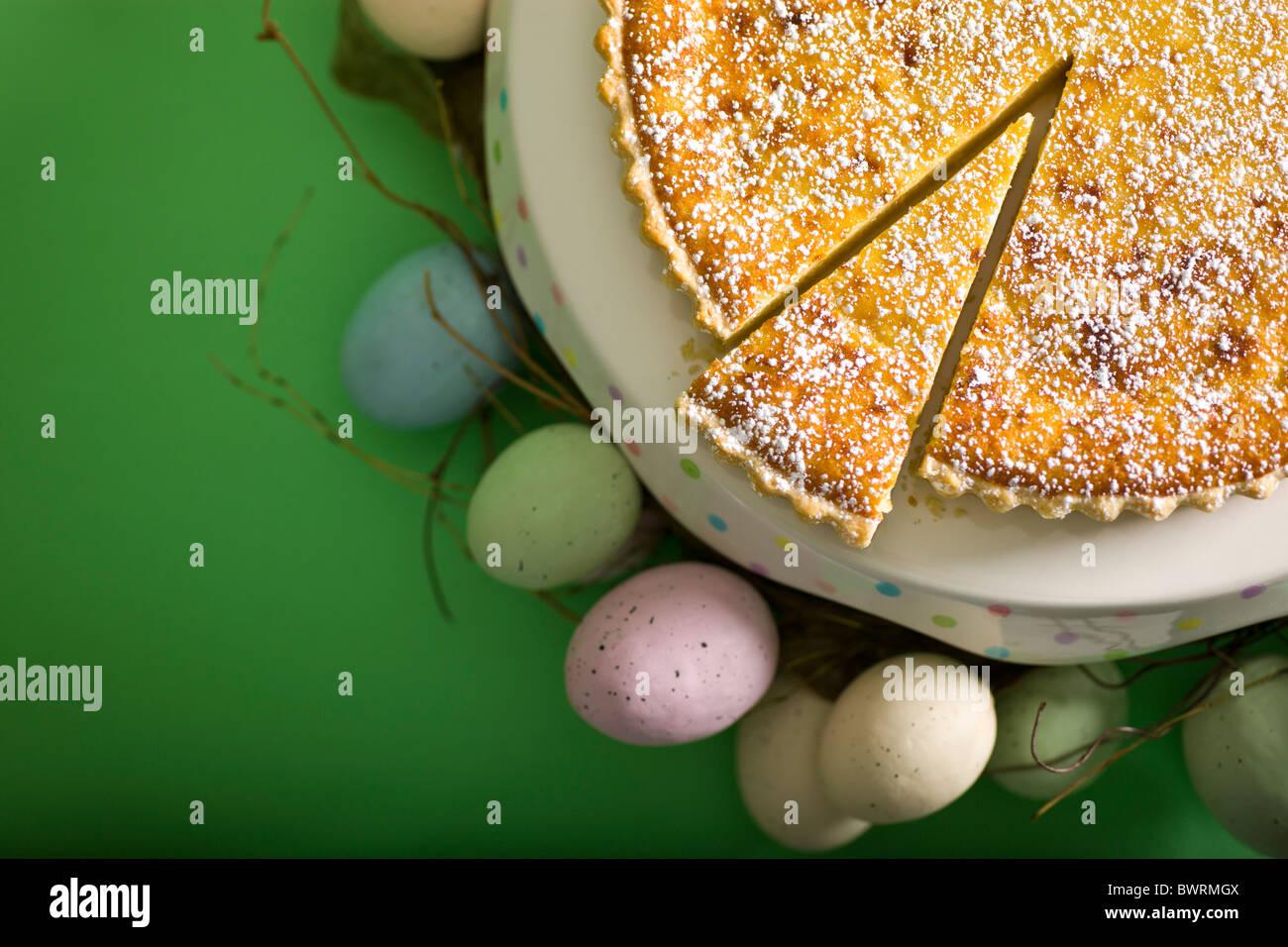 Suiza tarta de arroz cocido con leche, almendras y azúcar en polvo. Imagen De Stock
