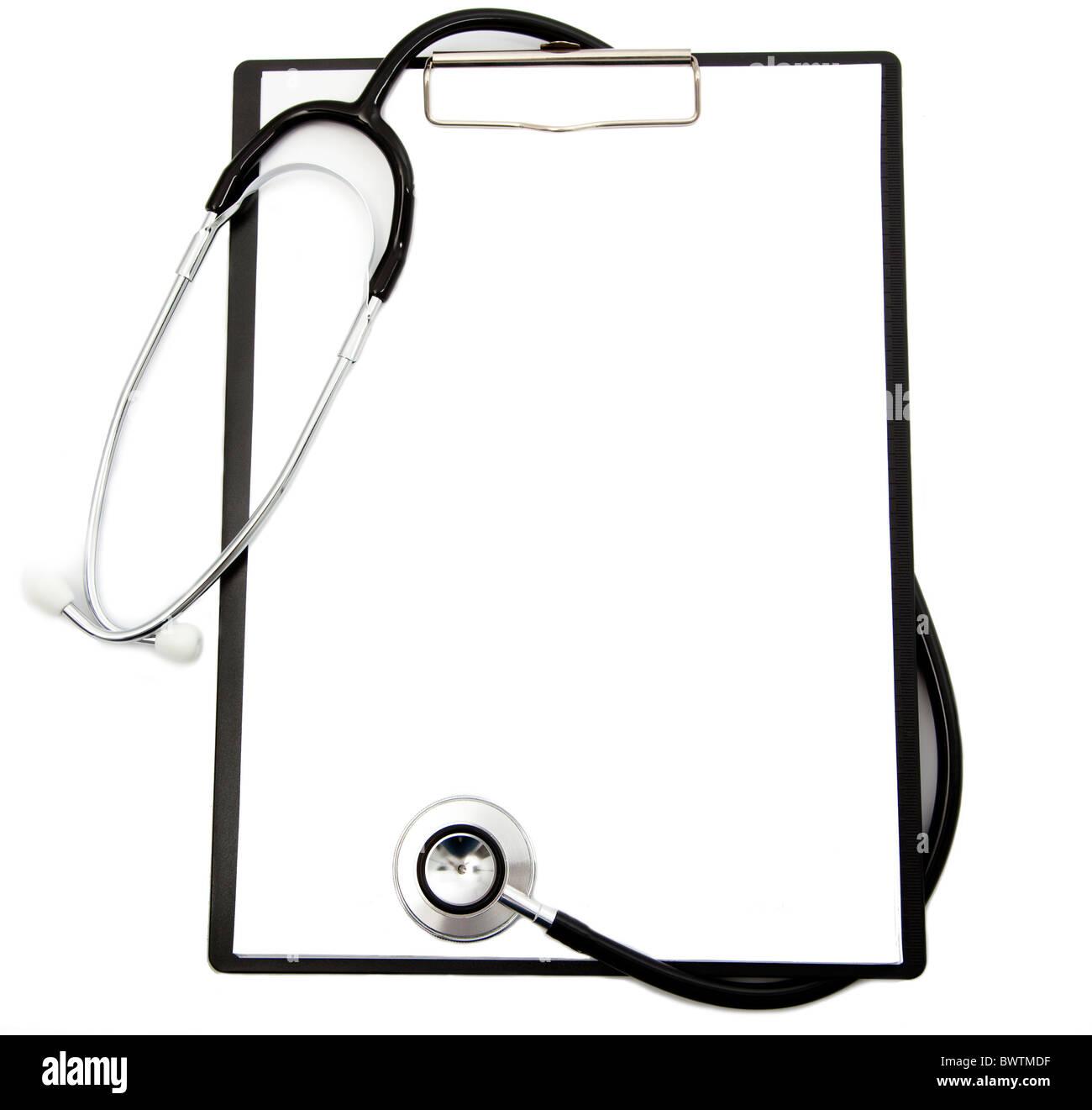 Medical estetoscopio y portapapeles en blanco Imagen De Stock