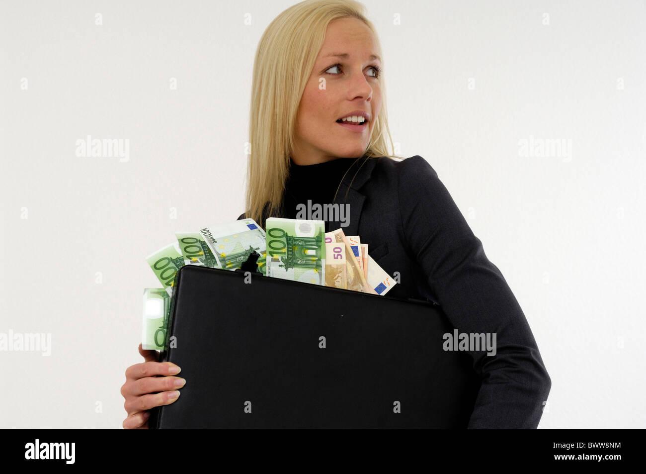 Mujer joven dinero billetes billetes evasión tributaria maleta de escape euro ricamente ricos felices felices Imagen De Stock