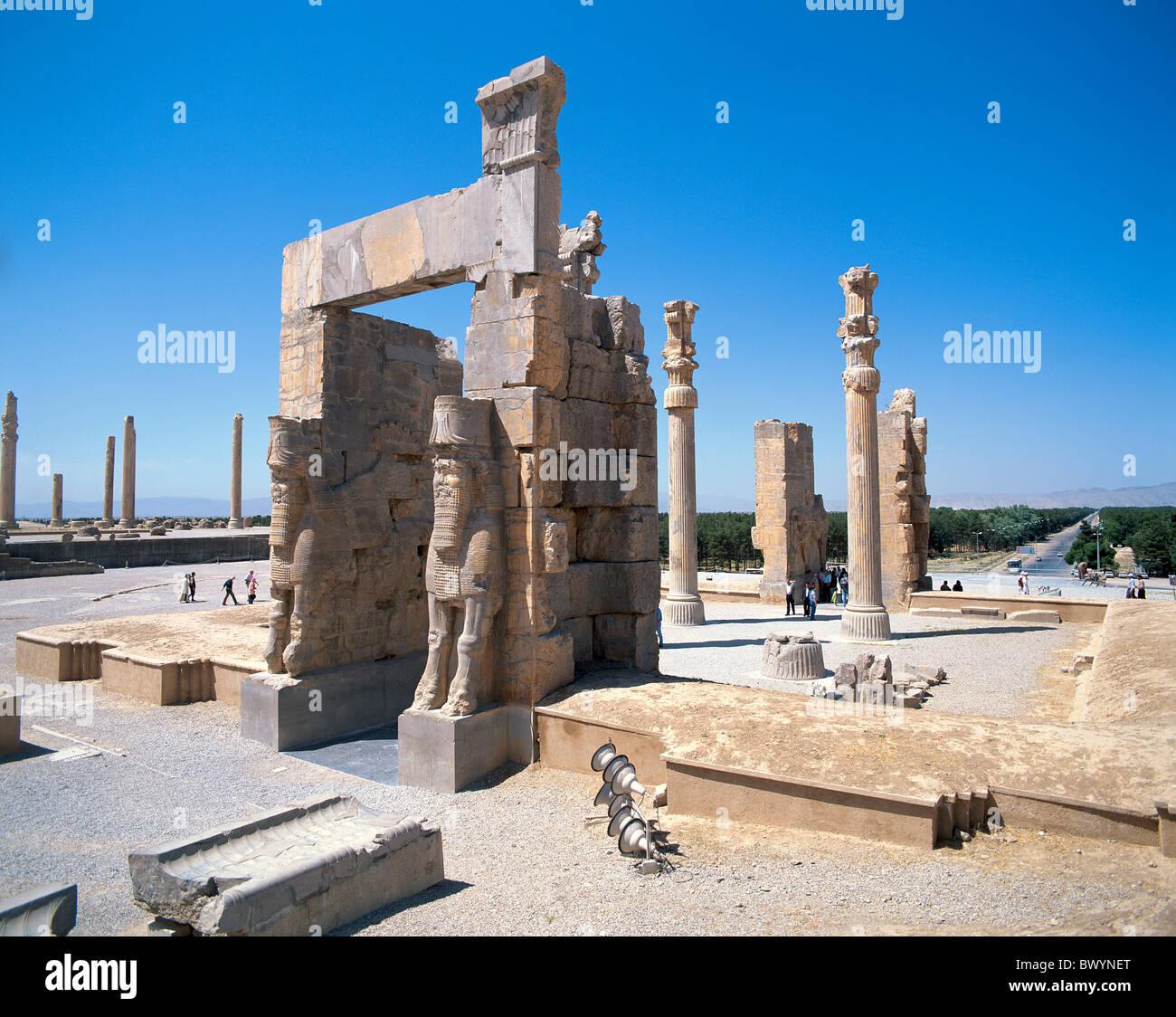 Irán Oriente Medio cultura Persépolis columnas esculturas de piedra e Takht Jamshid Toros Xerxes puerta antigua Foto de stock