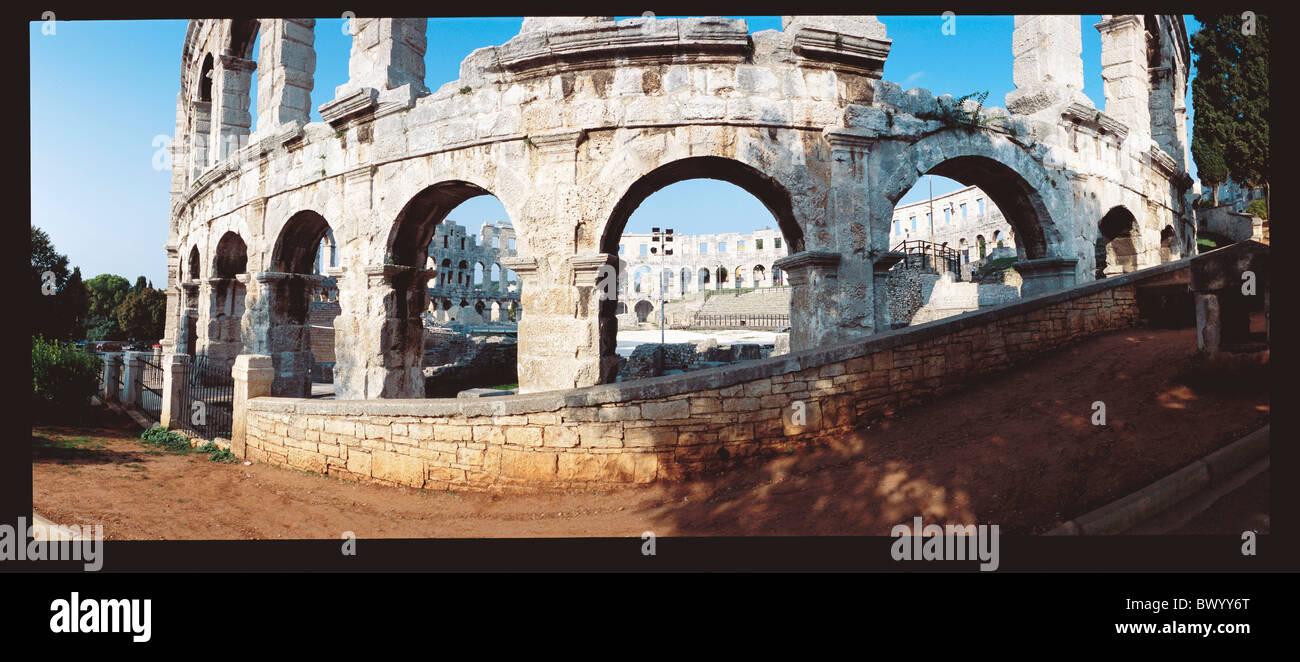Mundo Antiguo anfiteatro Istria Croacia panorama histórico de la antigüedad romana, de la ciudad de Pula amplia Foto de stock