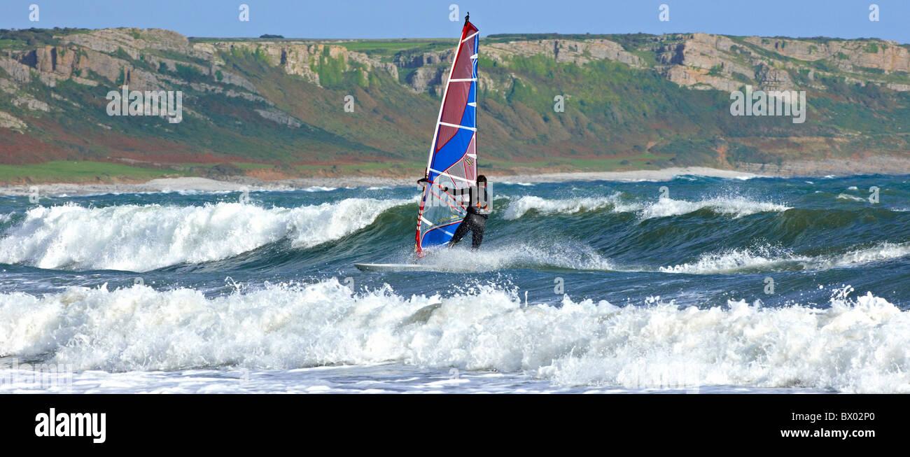 Windsurf en la Península de Gower en Gales Imagen De Stock