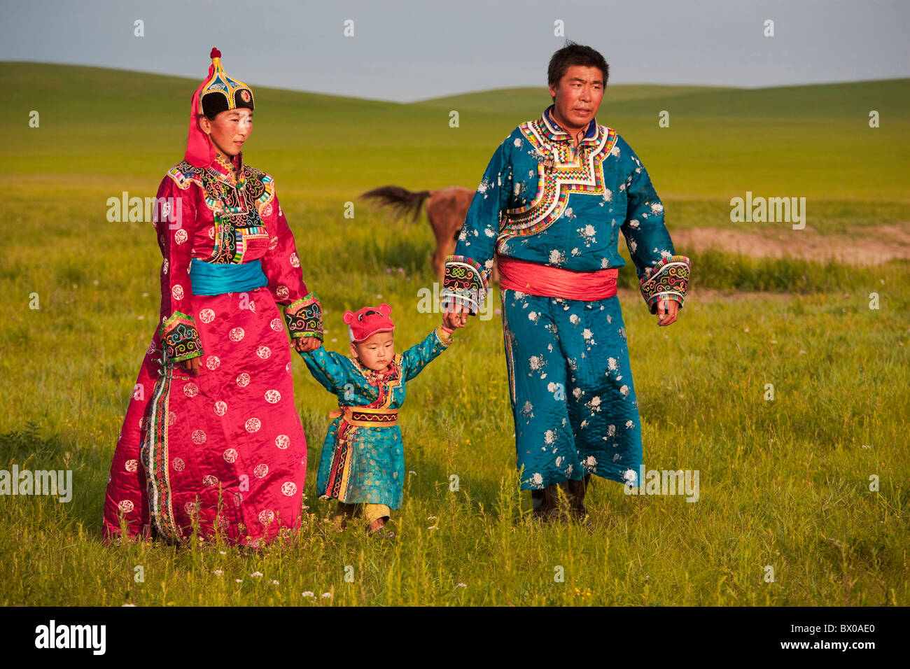 Pareja de Mongolia con el niño Xilin Gol pastizales Xilinhot, Región Autónoma de Mongolia Interior, Imagen De Stock