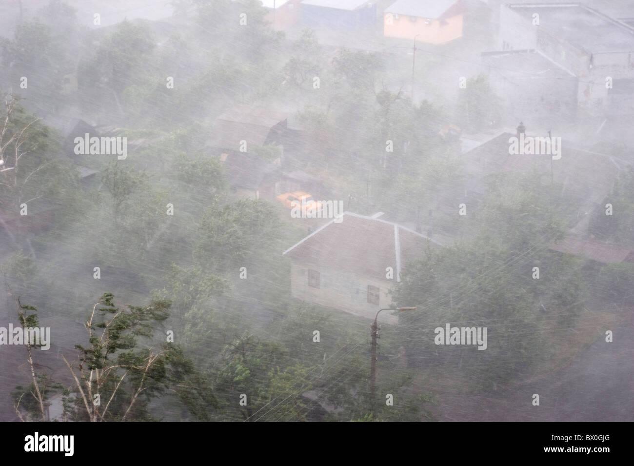Fuerte tormenta en la ciudad. Vista aérea Imagen De Stock