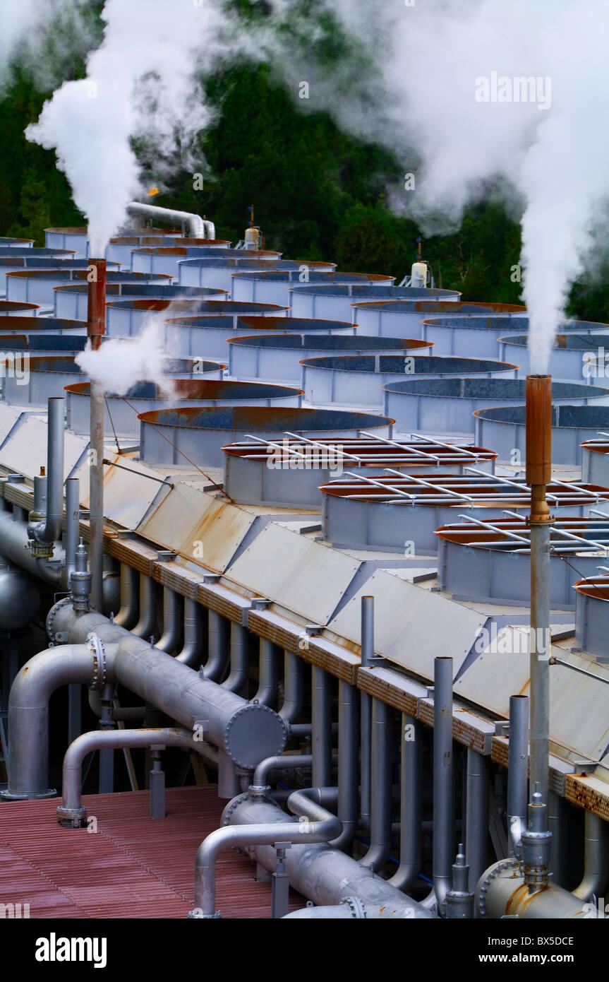 Tomadas en una instalación de energía geotérmica en las Azores. Imagen De Stock