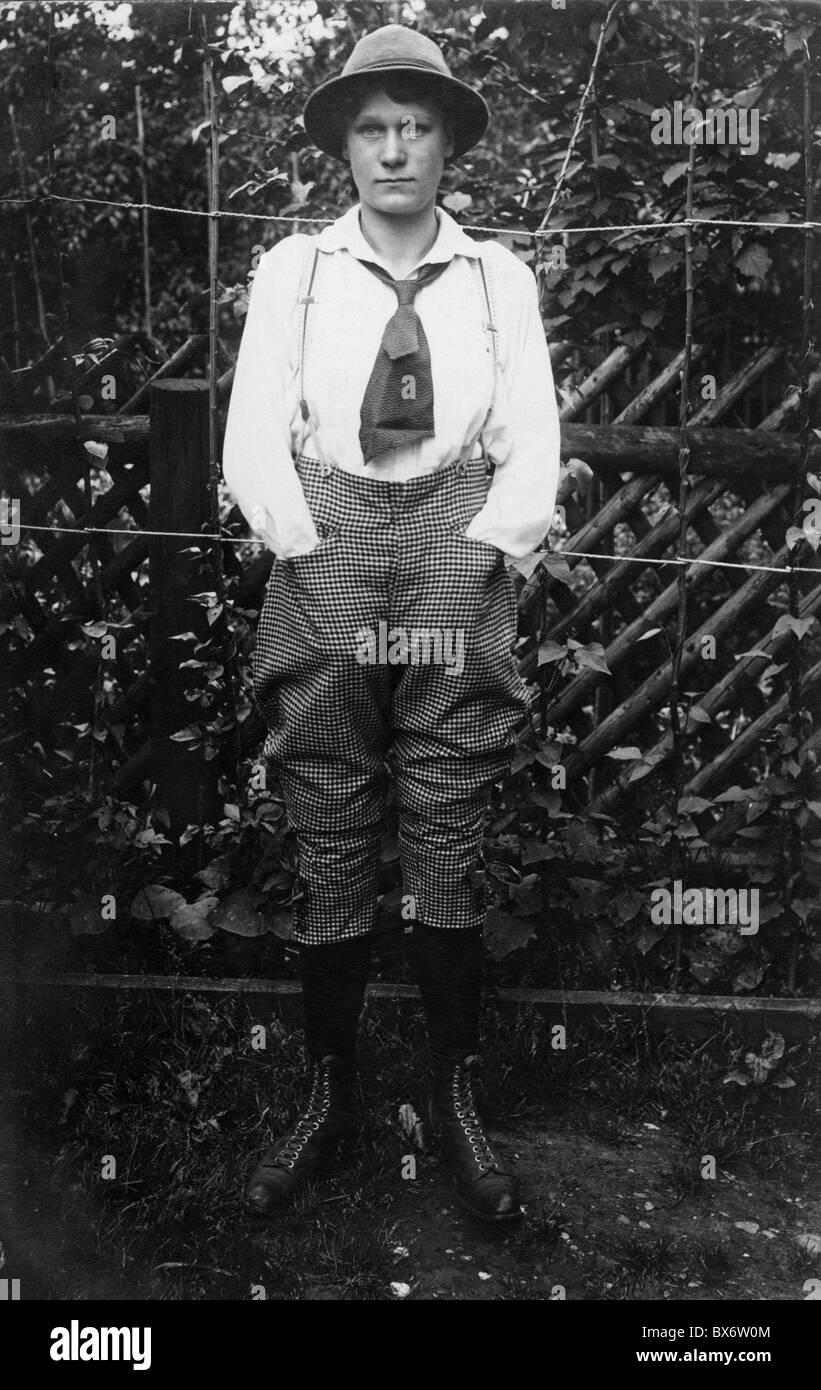 Algunas personas, mujeres, 1900 - 1930, joven en la ropa de los hombres, circa 1900, pantalones, comprobado, a cuadros, Imagen De Stock