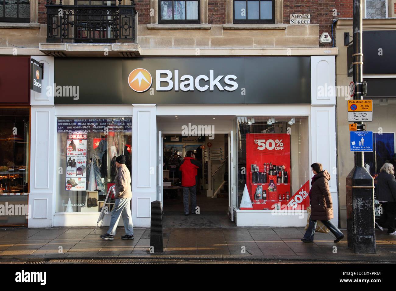 A los negros y ropa exterior camping tienda en Cambridge, Inglaterra, Reino Unido. Imagen De Stock