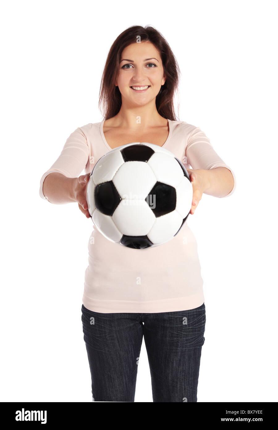 8ebd3c9453d23 Atractiva mujer joven sosteniendo un balón de fútbol. Todas aisladas sobre  fondo blanco. Imagen