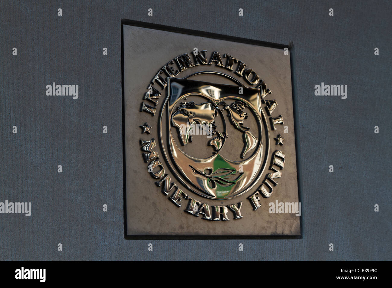 Emblema del Fondo Monetario Internacional, Washington, D.C. Foto de stock