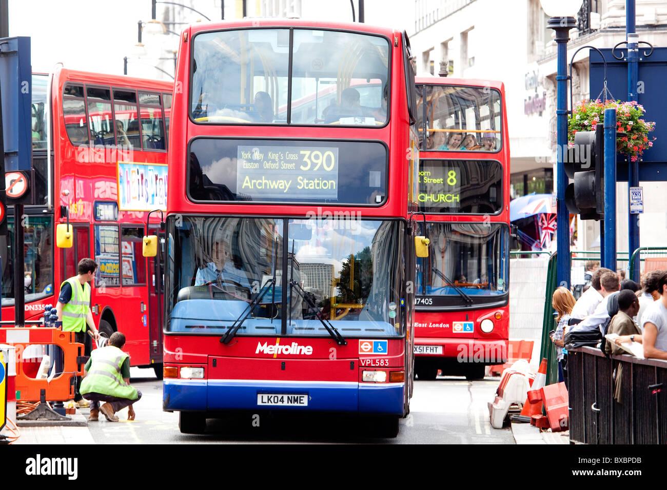 Los autobuses de dos pisos en Oxford Street en Londres, Inglaterra, Reino Unido, Europa Imagen De Stock