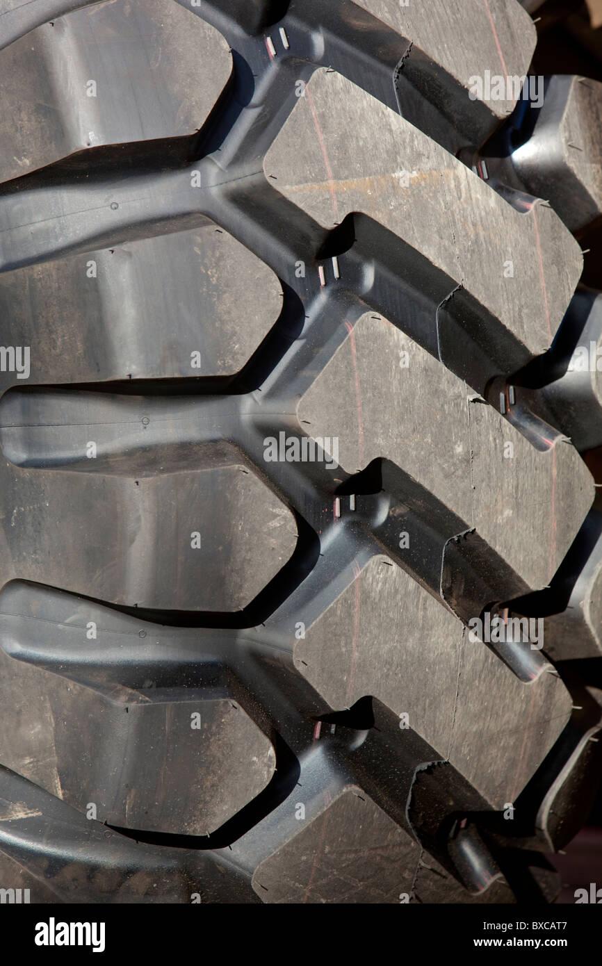 Superficie de un nuevo neumático de cargador frontal Foto de stock