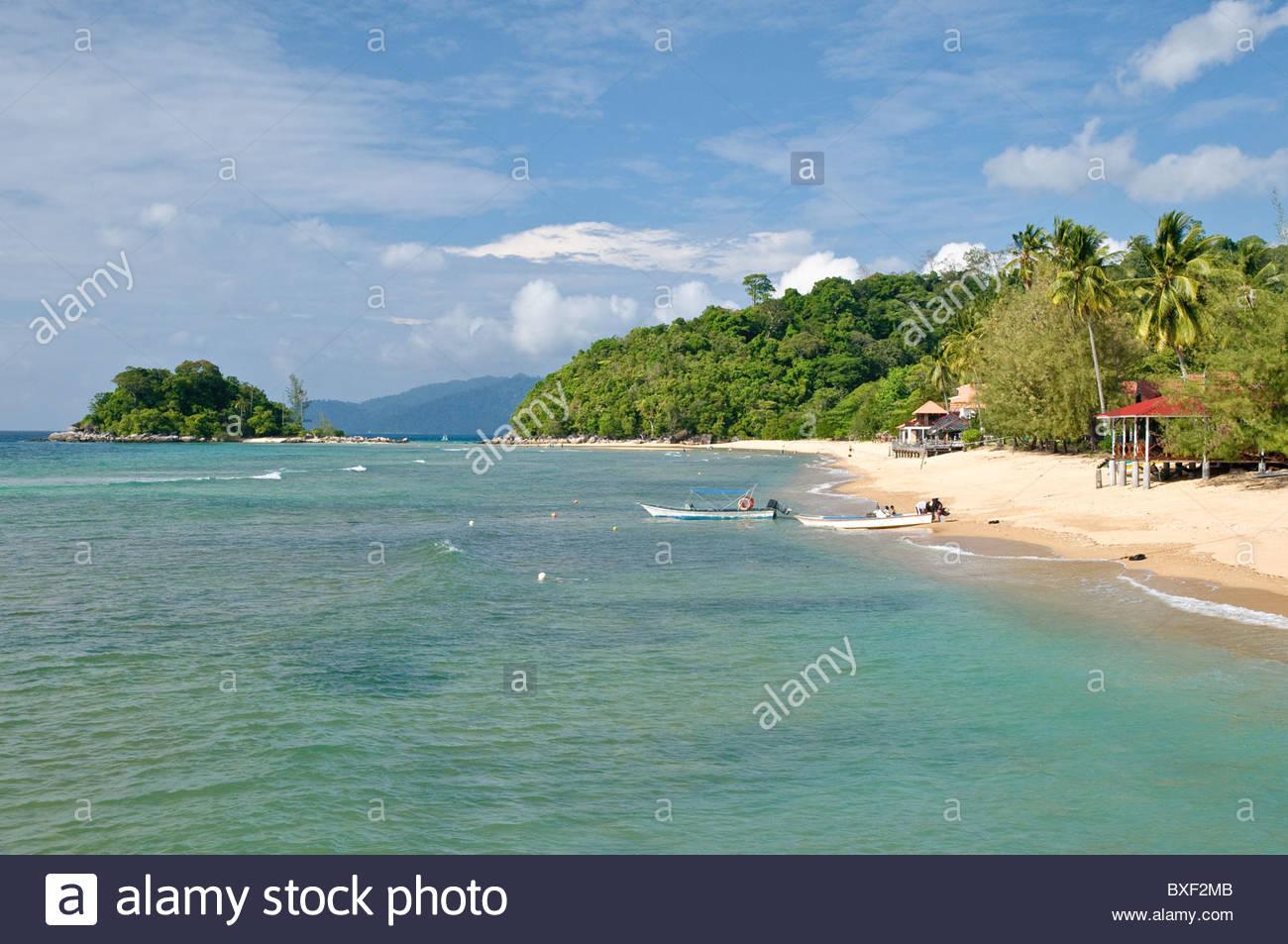 Cabañas en la playa de Paya, la isla de Pulau Tioman, Malasia, Sudeste Asiático, Asia Foto de stock